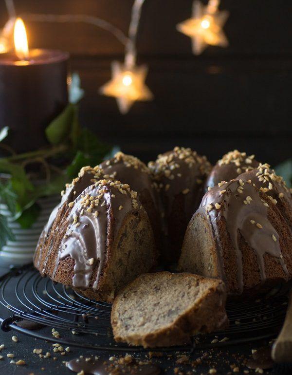 Maronen-Gugelhupf mit Glühwein und Pekan-Nüssen - der perfekte saftige und würzige Kuchen für die Weihnachtszeit oder den Adventskaffee - einfach schnell selber backen nach meinem Rezept!