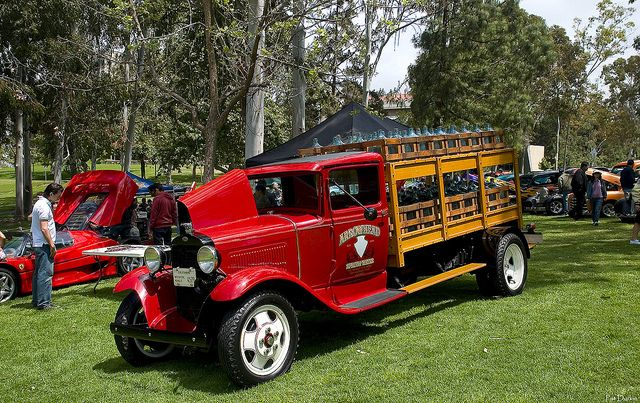 1930 Ford truck - red