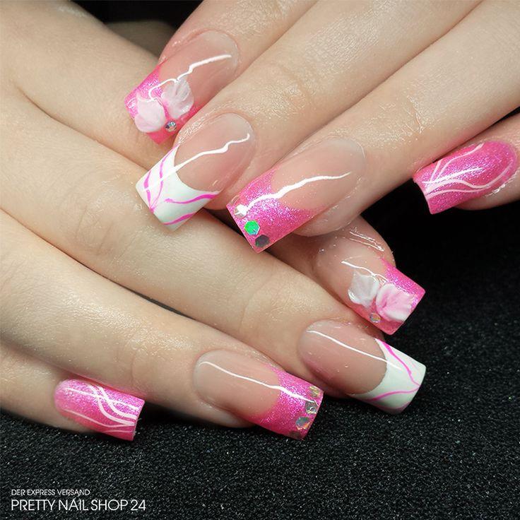 #trendstyle  #rosa #white #nailart #nails Trotz unterschiedlicher Styles ist das Gesamtbild hier durch die zarten Farben sehr stimmig. Den besonderen Kick verleihen die Acrylblüten als Highlight auf den Zeigefingern. Wäre das etwas für Euch?