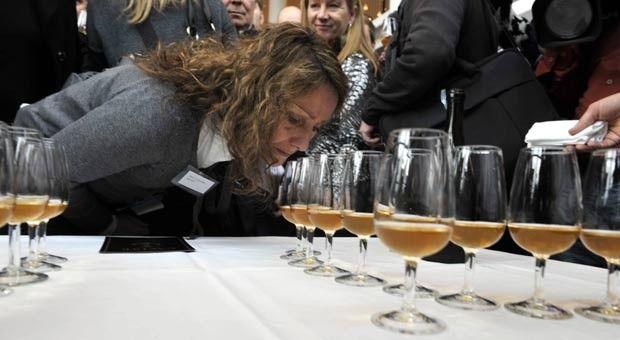 Encontrada no mar, champanhe de 170 anos é mais doce que Coca-Cola Especialistas degustaram garrafas encontradas em navio naufragado. Champanhe mais antiga do mundo é 3 vezes mais doce que Coca-Cola.