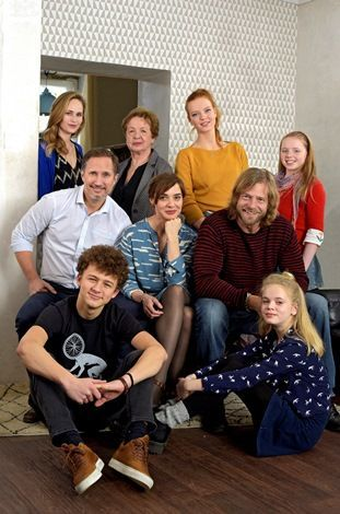 """TV-Tipp: """"Neu in unserer Familie"""" - Offene Beziehung? Genau diesem Thema widmet sich jetzt der ARD-Zweiteiler 'Neu in unserer Familie', den der Sender am 7. und 9. Juni zeigt!  #NeuInUnsererFamilie, #OffeneBeziehung"""