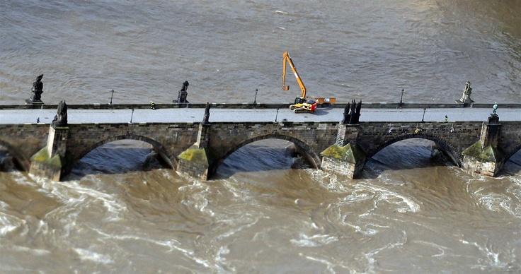 #Prague Closed: Charles Bridge, Floods 4.6.2013