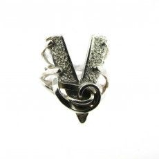 Vollers Pure Silver 'V' Ring. Available at: http://www.vollers-corsets.com/accessories/corset-jewellery/v-ring.html