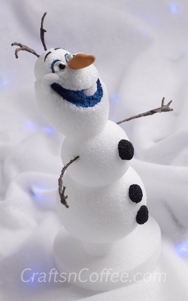 I love this little guy from the movie Frozen. Tutorial for Olaf on CraftsnCoffee.com.