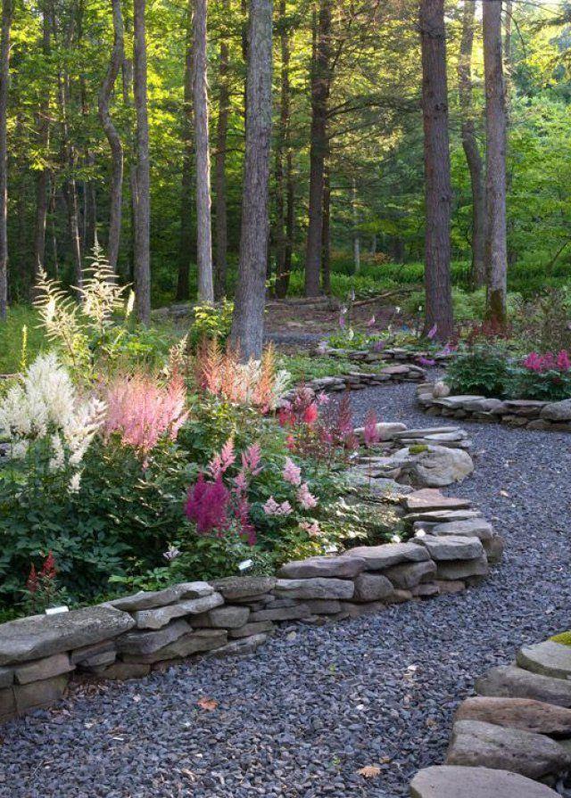 Une bordure de jardin en pierre - Marie Claire Maison