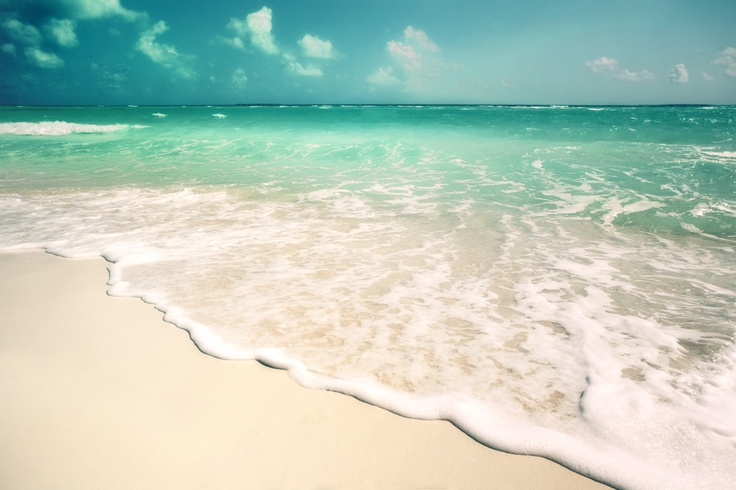 I swear the water looks just like this Panama City, Florida! BEAUTIFUL!