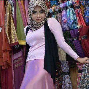 jilbab seksi - haha   cewek jilbab ini goyang sexy menggairahkan di kantor