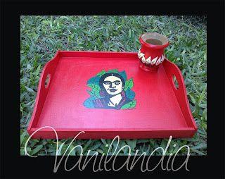 Bandeja de madera pintada y mate. Modelo: Frida Kahlo.