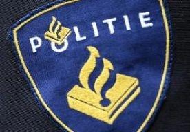 7-Apr-2013 19:25 - POLITIE SCHIET MAN DOOD IN ROTTERDAM. De politie heeft zondagavond in Rotterdam een man doodgeschoten. Dat gebeurde rond 19.00 uur in de Fazantstraat in de wijk Charlois, laat een politiewoordvoerder weten.