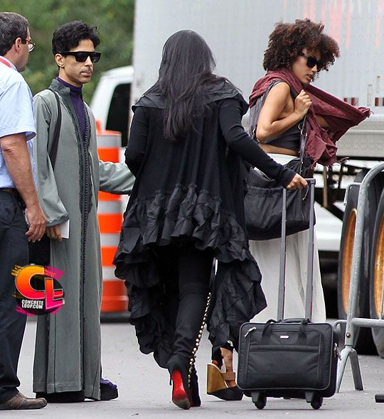 Pictures of Prince without makeup & GORGEOUS as ever!