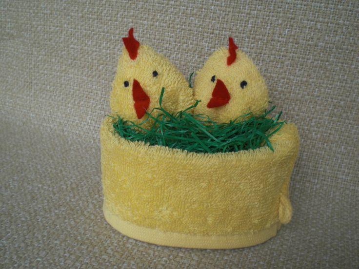 Zwei+Küken+im+Nest+aus+einem+Waschlappen+von+Pfiffiges+aus+Heu,+Wolle+und+Holz+auf+DaWanda.com