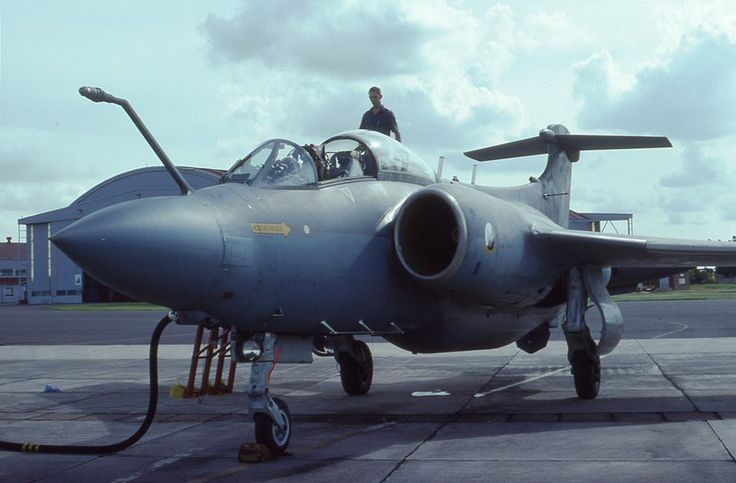 ☆ South African Air Force ✈4 April 1991 Buccaneer stand ready to fly her last flight to the SAAF Museum at Swartkops