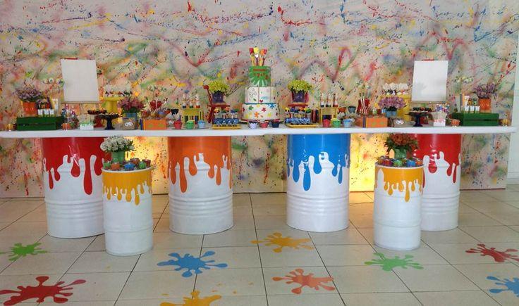 Festa de aniversário para a comemoração de 3 e 7 anos dos irmãos com o tema tintas. Continue acompanhando as novidades sobre festas no blog Festa Madrinha!!