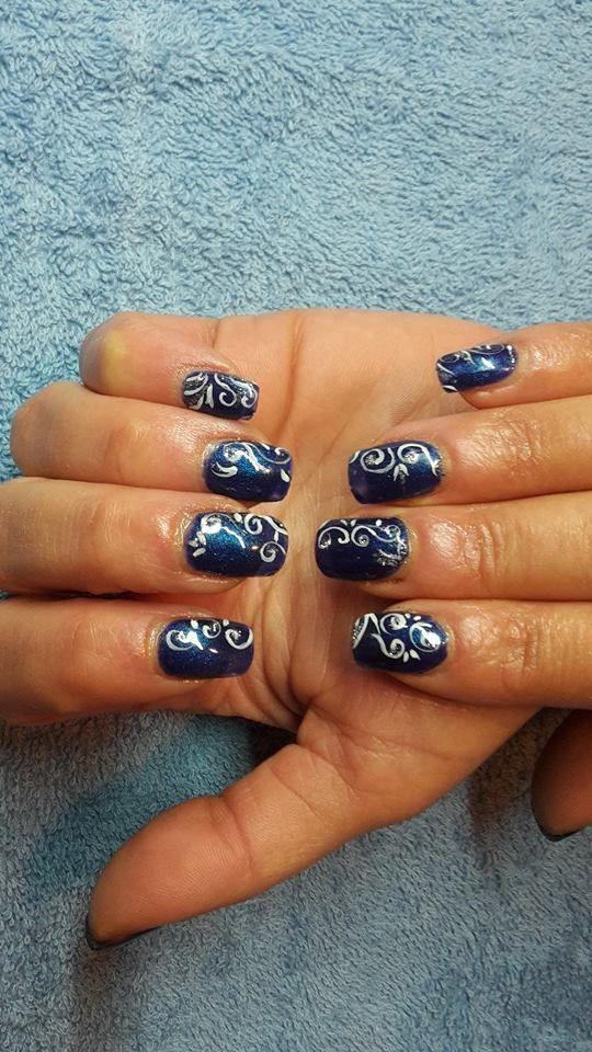 Extensions sur ongles naturels en gel uv + vernis semi permanent bleu marine + déco nail art