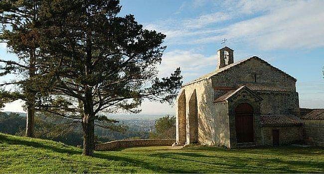 La chapelle Notre Dame du Chateau Saint Étienne du Gres en #campingcar