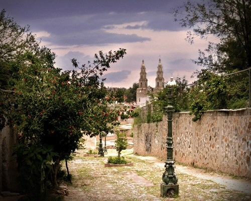 Encarnación de Díaz, is a town located in the state of Jalisco, located in the Upper North Region, invites you to enjoy its beautiful scenery and its impressive history.