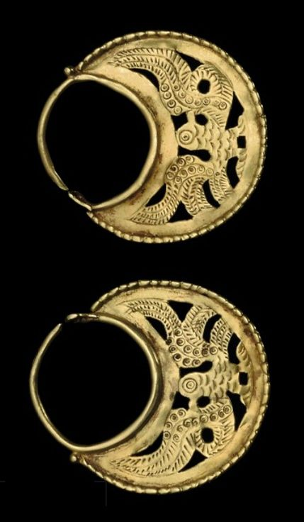 A PAIR OF BYZANTINE GOLD EARRINGS CIRCA 6TH-7TH CENTURY A.D.