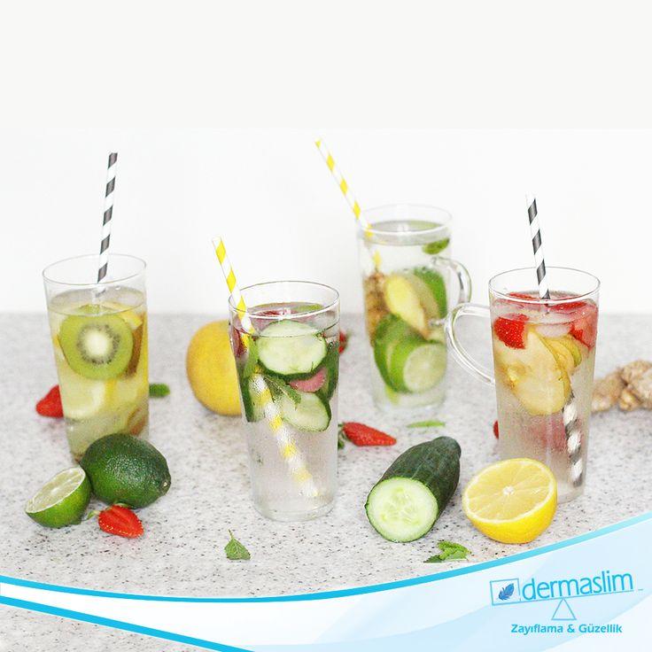 Sendromsuz bir Pazartesi'ye Günaydın!  Günde 2.5 litre su içmeyi unutmuyoruz. Suyumuzun içine koyacağımız çeşitli meyveler ile tadını tatlılaştırabilir ve vitamin oranını yükseltebilirsiniz.
