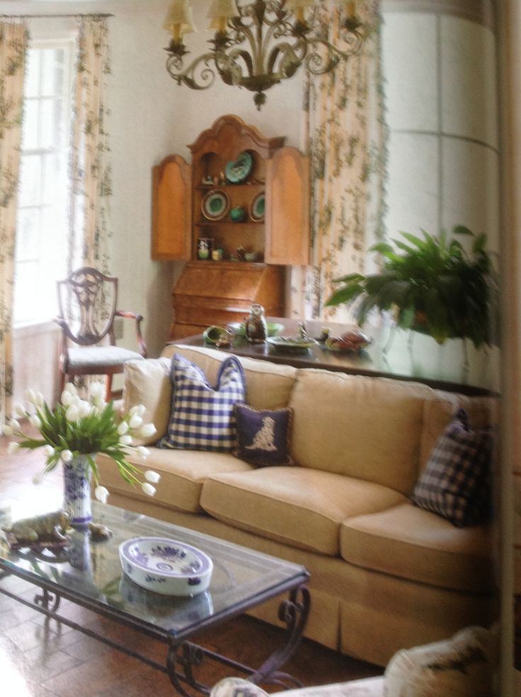 A Cozy European Classic Style Living Room Country House Decor