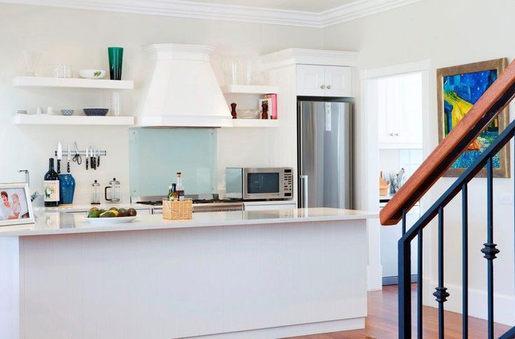 Kitchen design in The Highwick, in Upper Claremont, Cape Town. The interior design is modern with simple elegance. The white keeps the look clean and fresh.