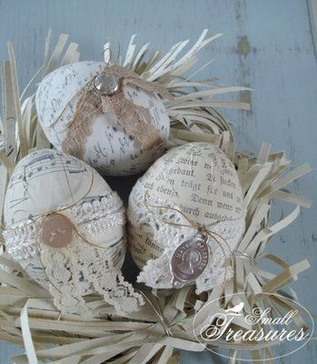 Katholische Ostereier ~ Easter Eggs adorned with Religious medals