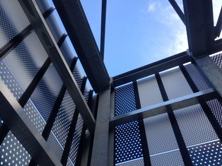 Ospedale  San Gerardo nel Monza, Lombardia. Facciata ventilata in reti forate.
