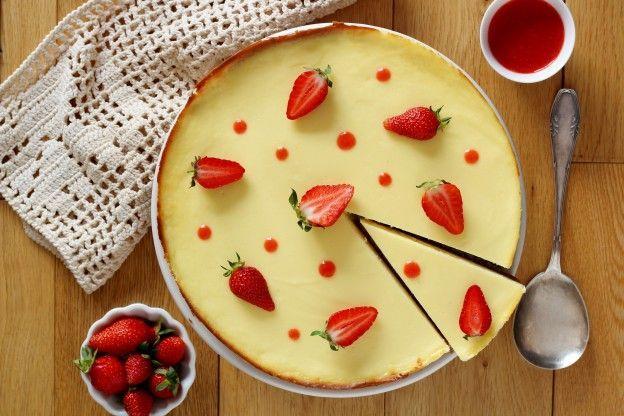 Käsekuchen mit Erdbeerpüree