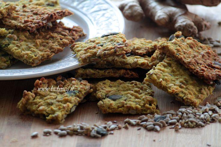 Hai mai provato i crackers fatti in casa? Con questa ricetta per i crackers di avena, scoprirai che è facile ottenere sfiziosi salatini per le occasioni!