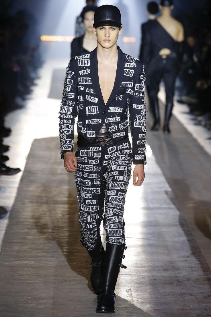 Moschino fallwinter 20182019 menswear fashion show