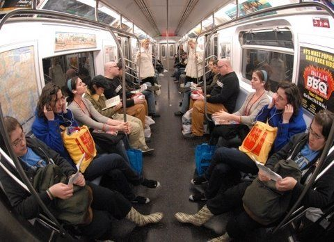 From http://improveverywhere.com/2008/07/06/human-mirror/  Like us on Facebook: http://facebook.com/improv.everywhere     15 pairs of twins create a human mirror on a New York subway car.      Produced and Created by Charlie Todd  http://improveverywhere.com/charlie_todd/    Produced and Edited by Matt Adams  http://www.mattadamsapple.com/    Music by Tyle...