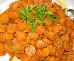 Pas mal ! Carottes vichy au thermomix 2 oignons 8 gousses d'ail 1 kg de carottes 40 g d'huile d'olive 1 cc de sel 1 bouquet de persil Mettre le robot à tourner vit 5, par l'orifice faire tomber petit à...