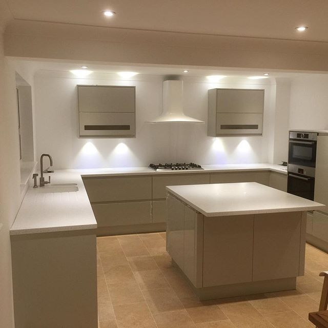 Just a few of our kitchens Italian doors (integrated handle) with Minerva Worktop with franke undermount sink #minerva #solidworktop #highgloss #modernkitchen #brightonkitchens #hovekitchens #modernkitchen #frankesinks #franketaps #kitchen #kitchen #brighton&hove