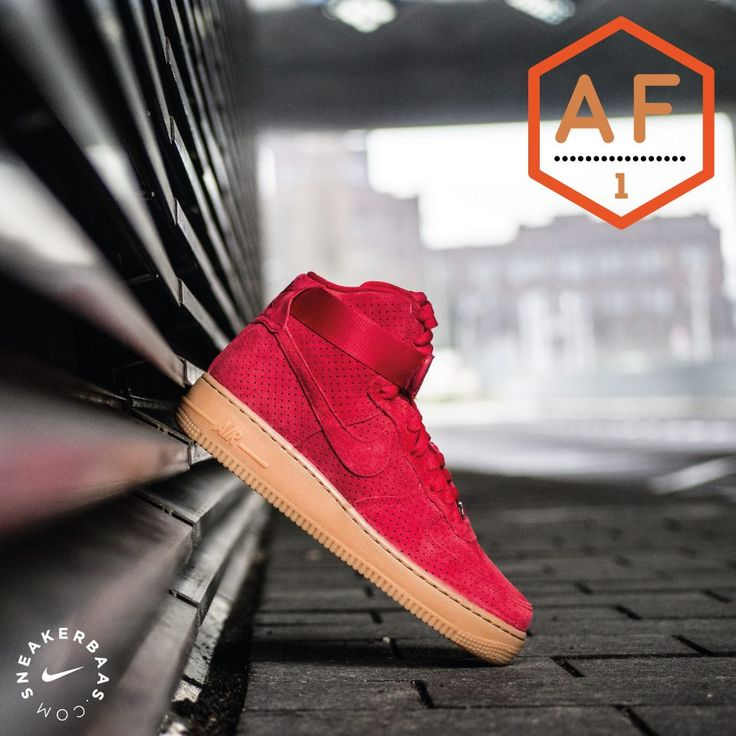 The Nike Air Force 1 got related to te similar named aircraft that carried the president of the United States of America. The aircraft was a solid and stabile structure just like the Nike Air Force 1 High. This editon is dressed in a red upper with a crisp gumsole. The sneaker has a cool canvas strap which provides good looks and enhanced support.  Shop now | Priced at 119.99 EU | Wmns Sizes 35.5 - 42 EU