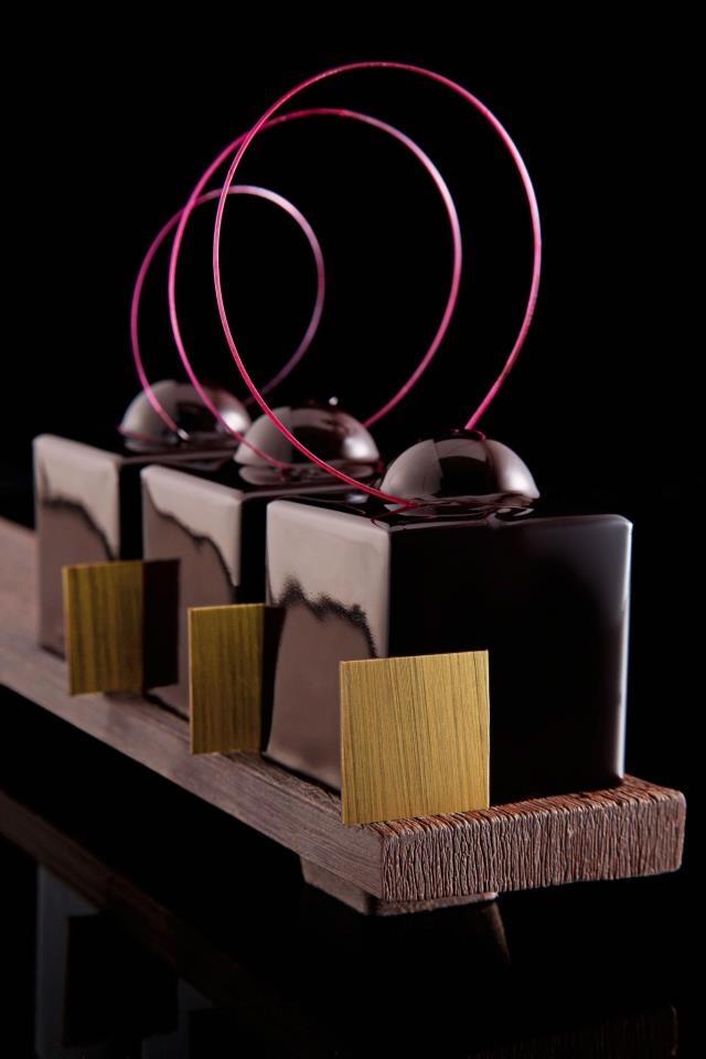 Philippe Bertrand et Martin Diez #plating #presentation dessert chocolate