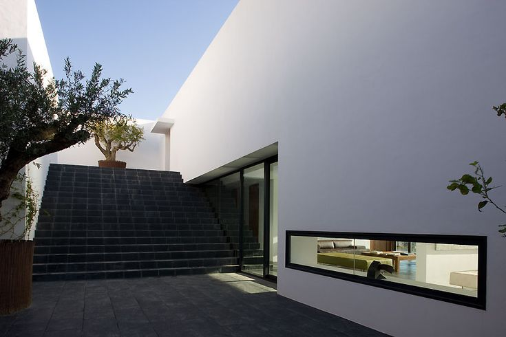"""Photos Of """"The AIBS House"""" In Central Spain May Cause Feelings Of Extreme Dissatisfaction With Your Own Home"""