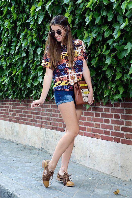 Look LOS NUEVOS OXFORD. Top Glamorous, shorts Vero Moda, zapatos Pikolinos y bolso Titis Clothing