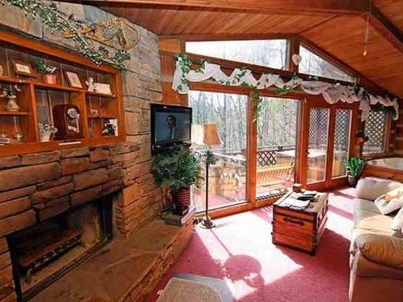 14 best images about rustic charm on pinterest for Gatlinburg tn log cabin rentals