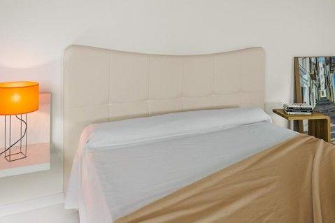 Cabecero tapizado Ola. Es un cabecero tapizado ideal para combinar con muebles de cualquier estilo.