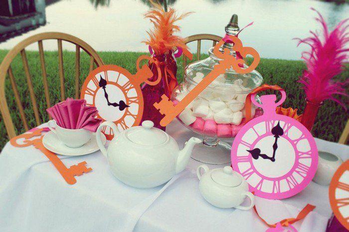Personnage Alice au pays des merveilles disney décoration party de thé