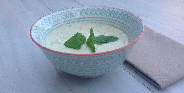 Je maakt dit soepje in een paar minuten. Je hoeft het niet te verwarmen, maar alleen te blenden met je staafmixer of in je blender.Ander voordeel van deze soep is dat ...