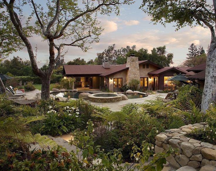 Când îți faci casă merită să-ți amenajezi și grădina, iar asta are și piscină