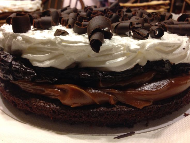 Brownie, dulce de leche, ganache y merengue italiano