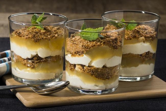 Forrett: Flaket torsk med mangosalsa Hovedrett: Pollo al mattone med rotgrønnsaker Dessert: Ørjans bondepiker