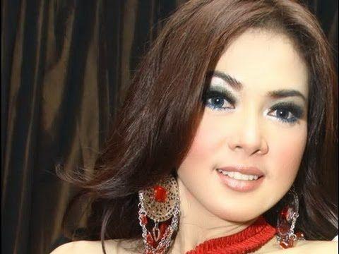 Video Foto Syahrini
