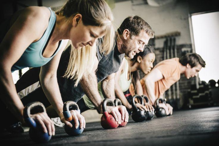 7-дневная программа тренировок, которая рассчитана на 2 месяца📅📅  🏆Забирай себе на стену, чтобы не потерять!🏆   📌1 День:  1. Пресс. 2 подхода по 35  2. Приседания. 3 подхода по 30  3. Поднятие гантелей перед собой: 3 сета по 10 раз. Это же упражнение можно делать с одной гантелей.  4. Поднятие ног в положении лежа. 3 подхода по 25    📌2 День:  1. Отжимания. 3 подхода по 10 раз.  2. Сведение гантелей над головой: это упражнение делаете стоя, четыре сета по 10 раз;  3. Прыжки на…