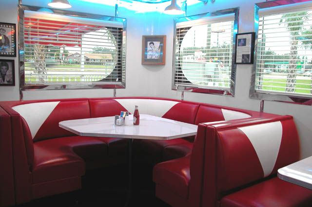 I feel the soundtrack really creates the atmosphere of 50's - 60's setting and the idea of 'the diner'...
