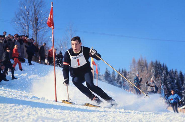 Sternstunden in Kitzbühel: Heini Messner gewann das erste Skiweltcuprennen der Geschichte und gilt damit als Pate des Weltcups. Seine größten Erfolge waren die Bronzemedaillen in Riesenslalom und in der Kombination bei den Olympischen Spielen. 1971 begann er mit der Startnummer eins am Kitzbühler Ganslernhang. (Bild: Schaad)