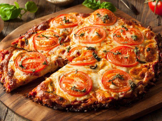 Wenn du gerade auf deine Figur achten, aber nicht aufs Schlemmen verzichten möchtest, sind diese Rezepte für gesunde Pizza, Burger und