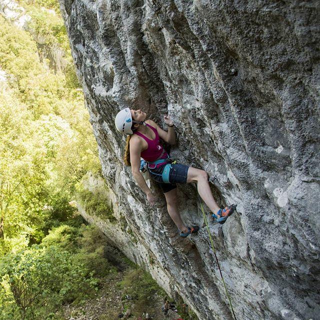 Pin By Eb On Climbing Lover Climbing Girl Rock Climbing Climbing