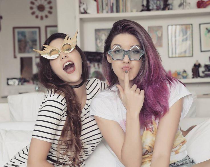Gostaram dos meus óculos novos? 😎 Tem vídeo novo super divertido e cheio de papos loucos com a Dora (@dorinhaaf) lá no canal 😻💕 link na bio! 💐💐💐🎀💗